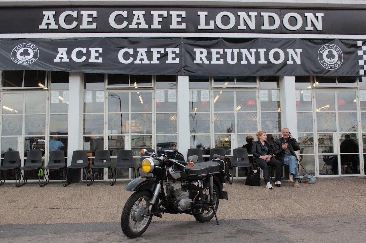 Philipp's MZ vor dem ACE CAFE LONDON